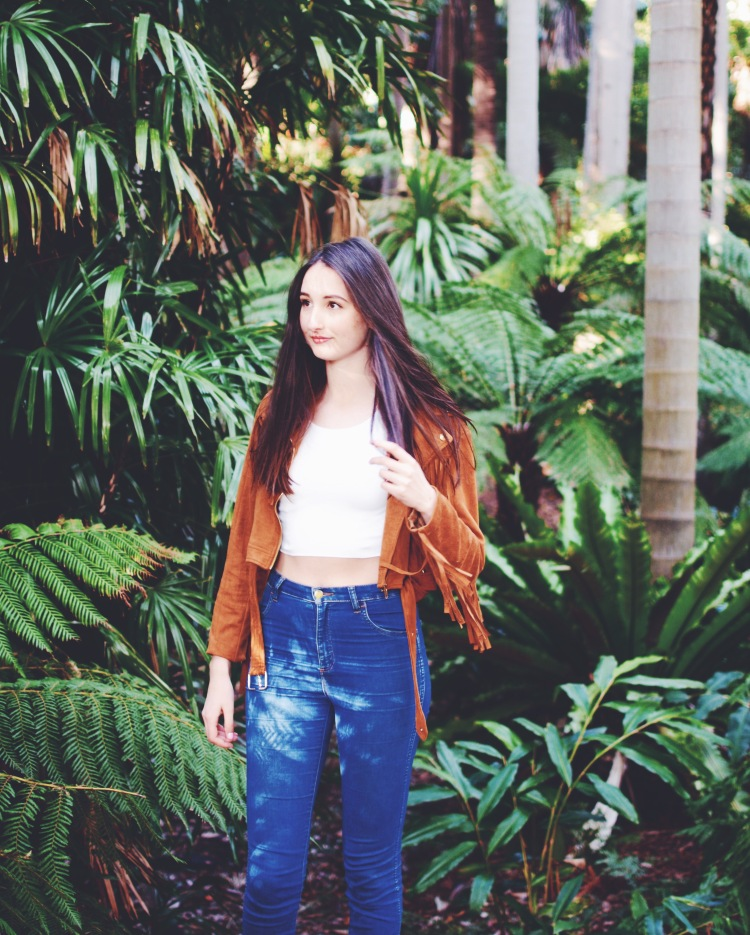 Wearing Missguided jacket, Kookai top, Wrangler jeans.